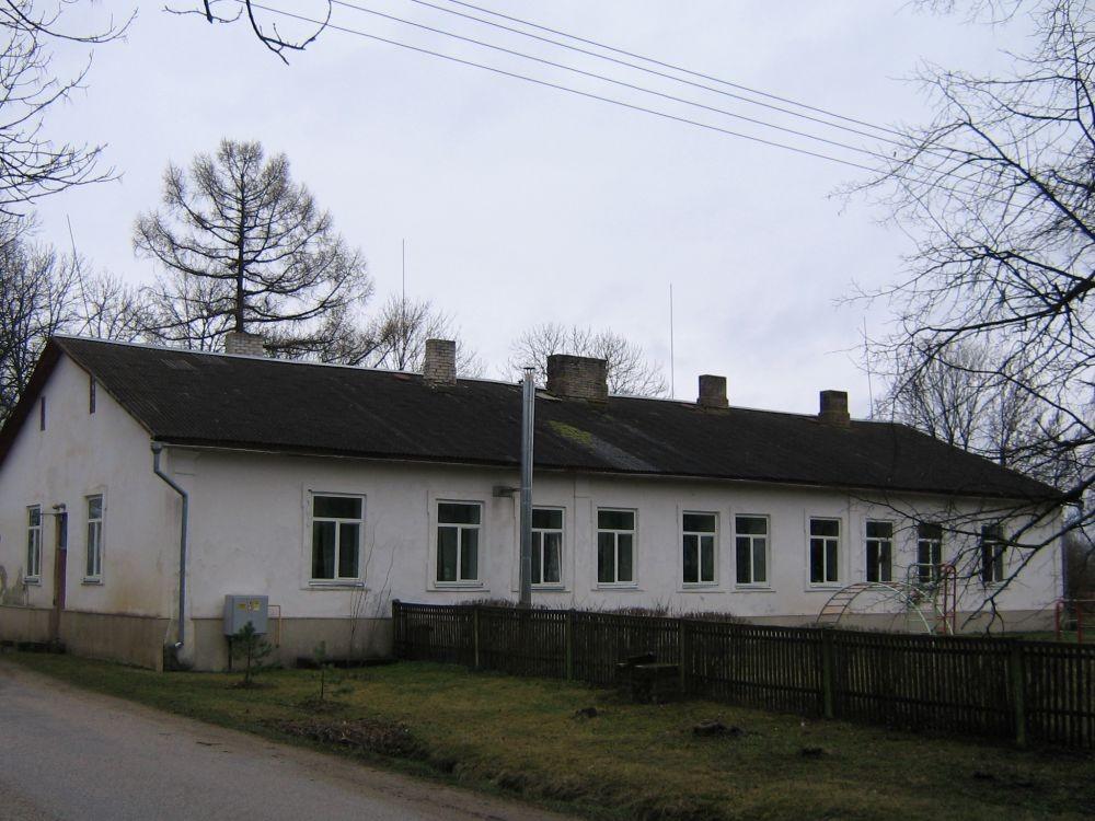 Ahja mõisa valitsejamaja , tänava poolt  Autor Viktor Lõhmus  Kuupäev  11.04.2008