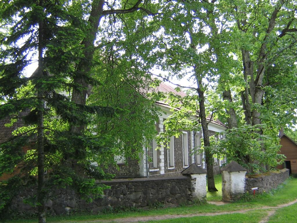 Kanepi kirikuaed , kiriku tagaküljel  Autor Viktor Lõhmus  Kuupäev  30.05.2008