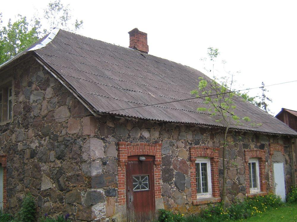 Tall-tõllakuur, säilinud osas asub elamu.  Autor Viktor Lõhmus  Kuupäev  02.06.2008