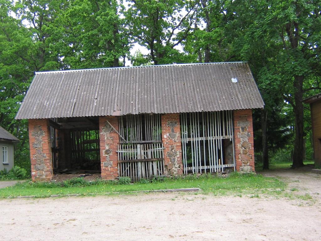Mõisa puukuuri tellispostid.  Autor Viktor Lõhmus  Kuupäev  02.06.2008