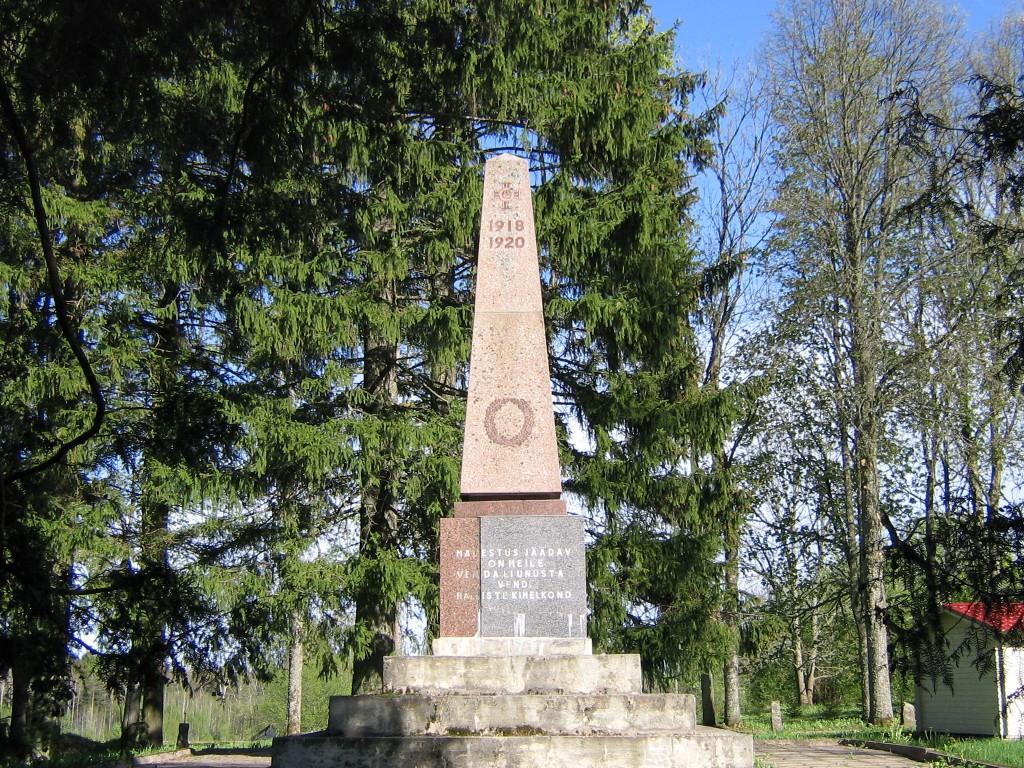 Vaade Halliste mälestussamba esiküljele Autor Anne Kivi  Kuupäev  05.05.2008