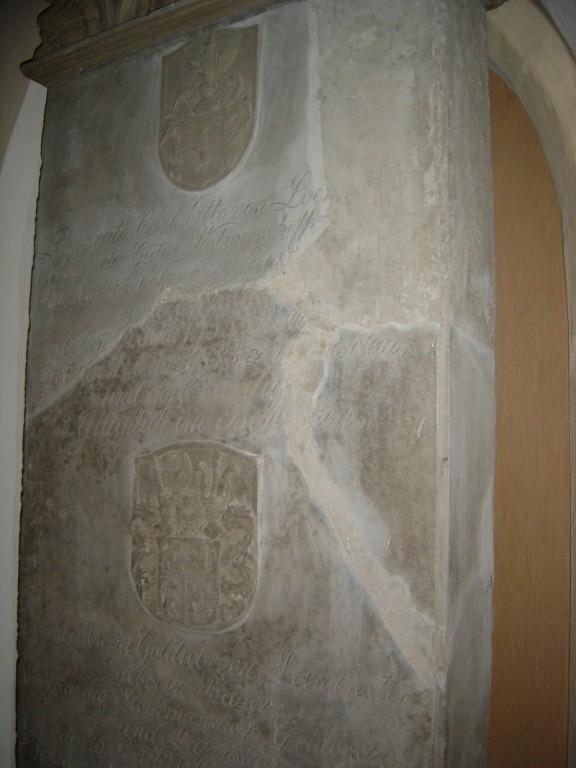 Mälestuskivi C. O. von Loewensternile ja abikaasale.Detail. Foto: S.Simson 26.10.2005