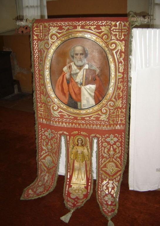 Kirikulipp Nikolai Imetegija ja Ülestõusmise kujutistega. Foto: S.Simson 22.11.2006