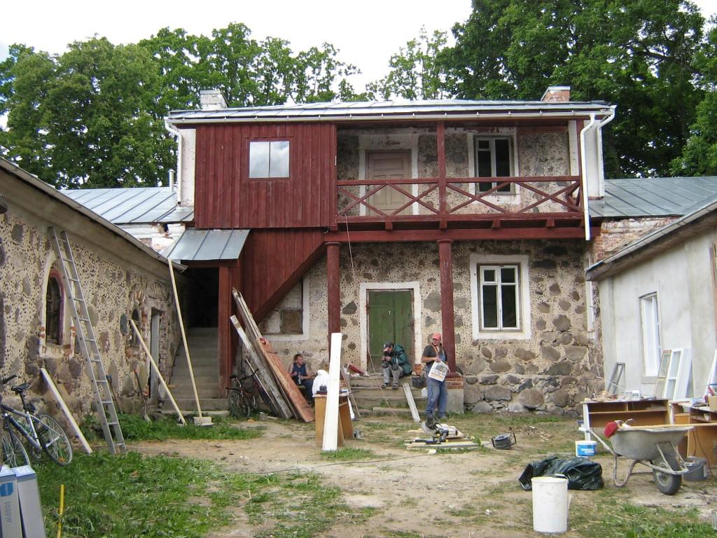 Olustvere mõisa töölistemaja, siseõu  Autor Anne Kivi  Kuupäev  13.06.2008