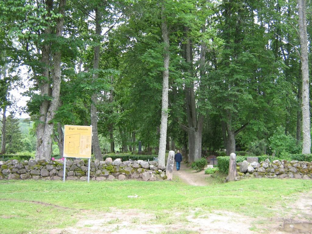 Vaade Papi kalmistu väravale Autor Anne Kivi  Kuupäev  21.06.2008