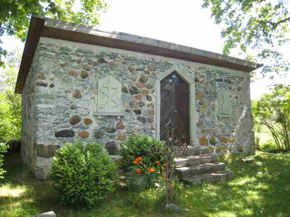 Jämaja kalmistu kabel 2008. Autor Rita Peirumaa  Kuupäev  27.06.2008