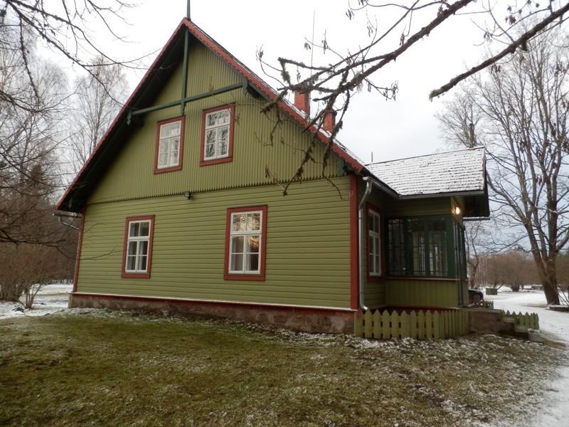Maja, kus elas ja töötas Mart Saar  Foto Anne Kivi 11.12.2014