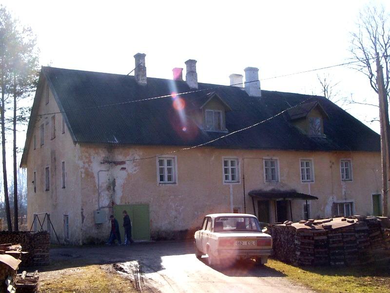 Teenijatemaja  Autor Sille Raidvere  Kuupäev  28.03.2007