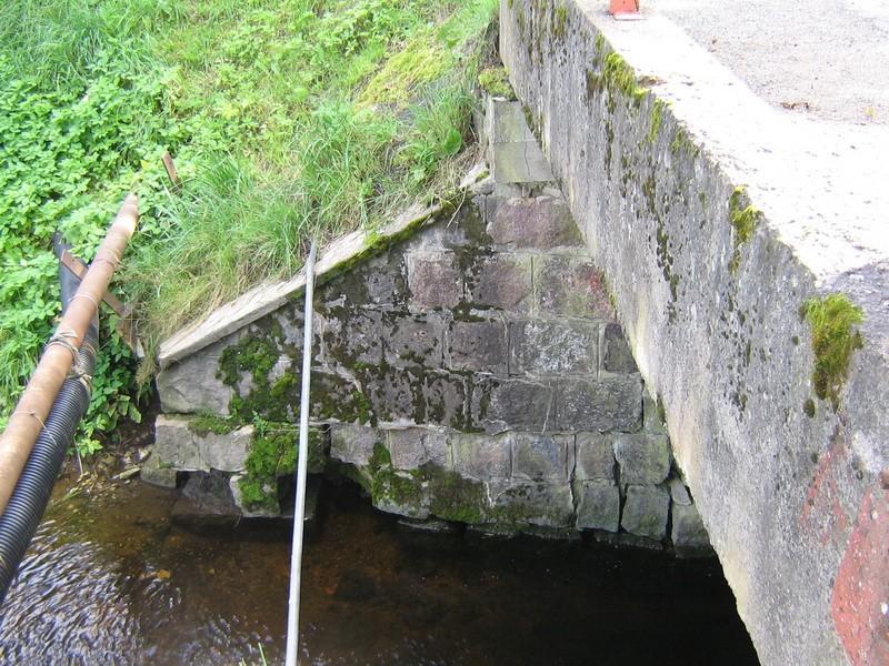Vohnja mõisa park : 15693vaade sillale -edela poolne sild-maakividest  Autor Anne Kaldam  Kuupäev  19.08.2008
