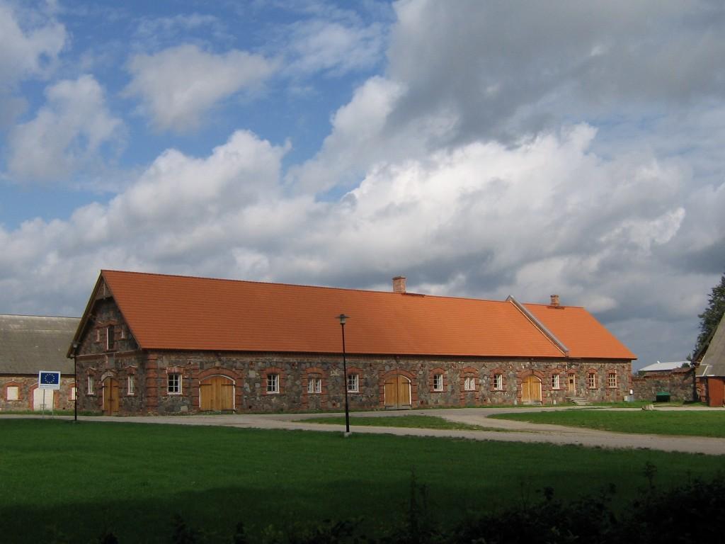 Vaade restaureeritud tallihoonele.  Autor Viktor Lõhmus  Kuupäev  14.08.2008