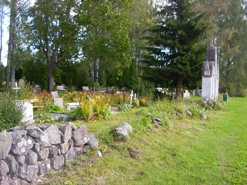 Kalmistu värav  Autor Sille Raidvere  Kuupäev  26.08.2007