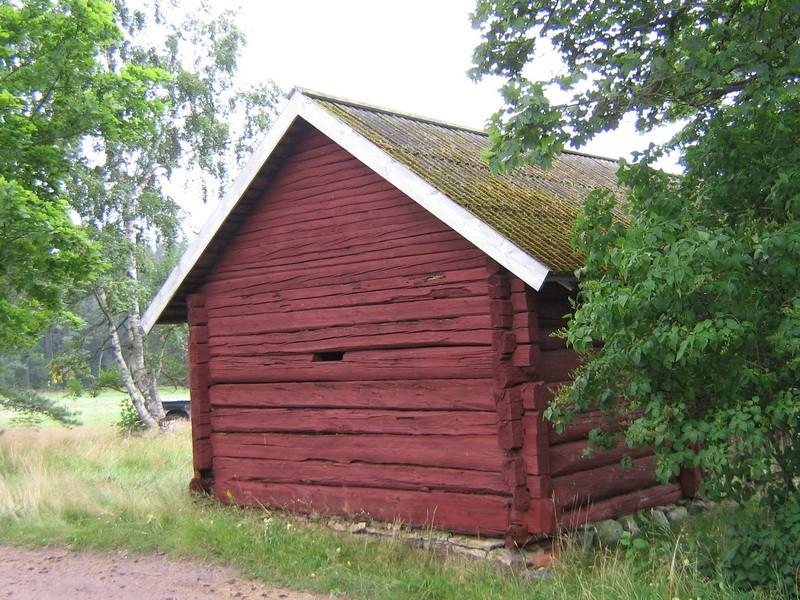 Kaarli talu heinakuur : vaade tänavapoolsele otsaseinale  Autor Anne Kaldam  Kuupäev  16.08.2008