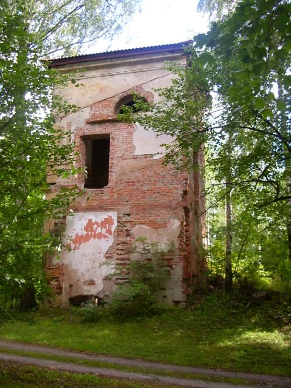 Roela peahoone varemed2  Autor Sille Raidvere  Kuupäev  25.08.2007