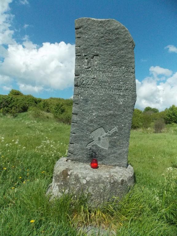 Muhu maalinna mälestusmärk muistsele vabadusvõitlusele. Foto: R. Peirumaa, 29.05.2015