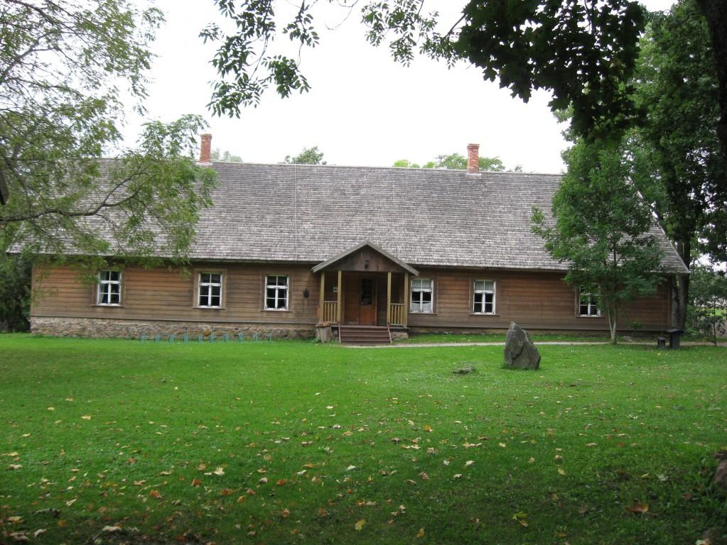 Kihelkonnakooli hoone  Autor Sille Raidvere  Kuupäev  16.09.2008