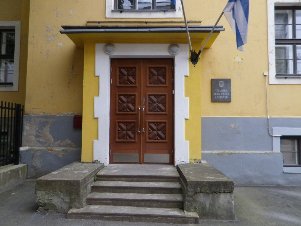 J.Pärna tn 2 uks. Juuli 2015. Foto: Urve Arukaevu
