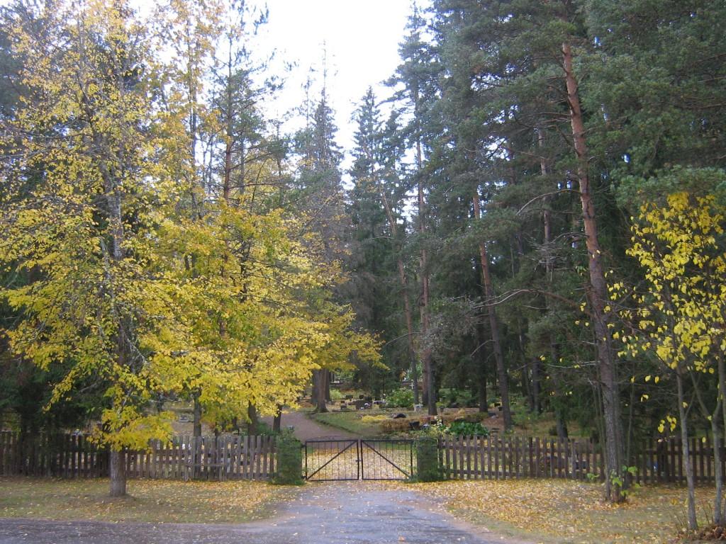 Vaade Abja kalmistu väravale Autor A.Kivi  Kuupäev  03.10.2008