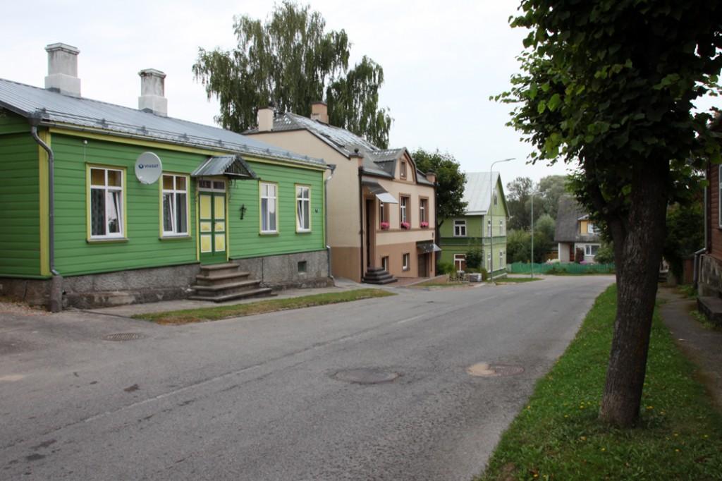Vaade Väike 9, L. Koidula 2a ja L. Koidula 2 fassaadidele. Foto Kadi Mõttus, 28.08.2015.