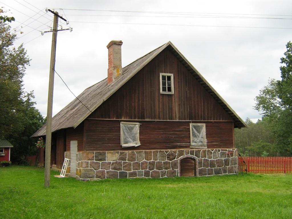 Vaade Tätta talu ait-viljakuivatile tallu sissesõidul Autor Anne Kivi  Kuupäev  18.09.2008