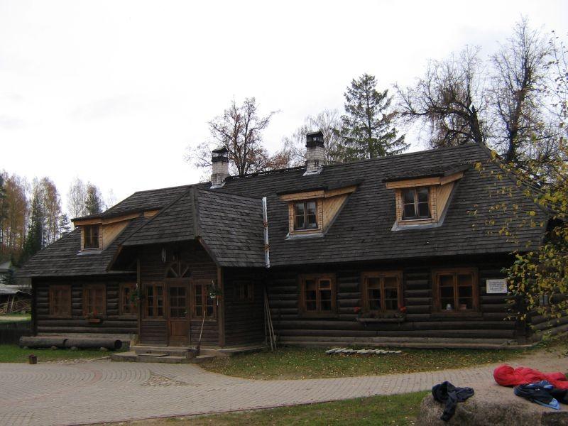 Rosma külakool, õuest pildistatuna  Autor Viktor Lõhmus  Kuupäev  13.10.2008