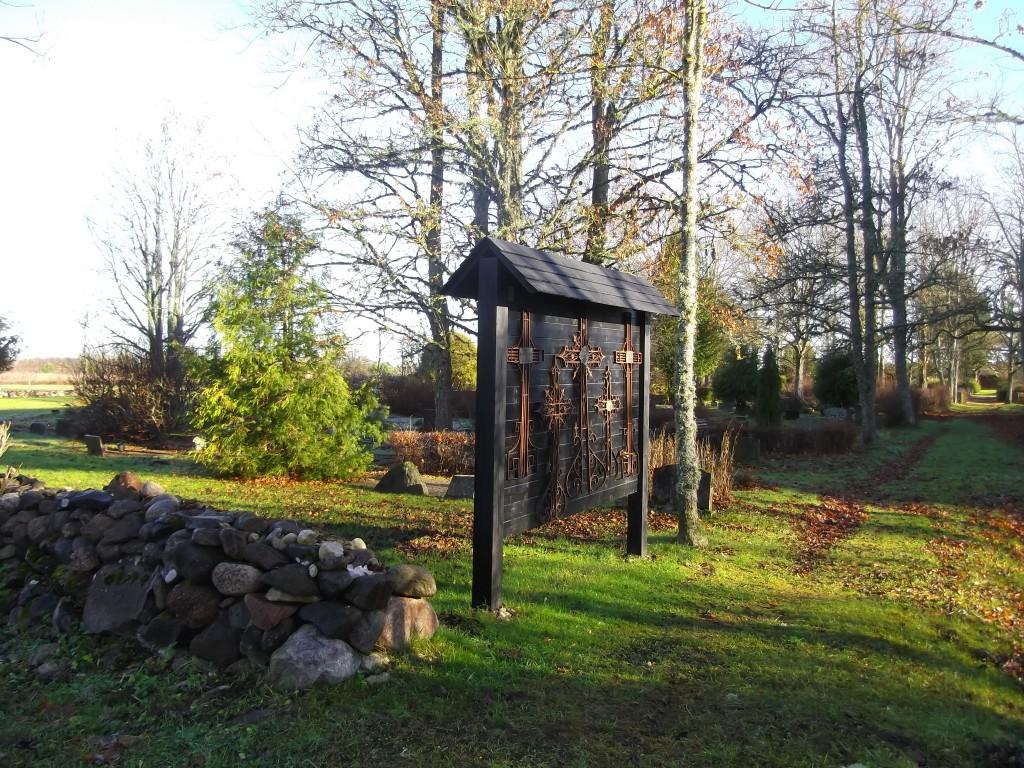 Vaade kalmistu põhjaosale, irdristide ekspositsioon. Foto Silja Konsa 5.11.15.