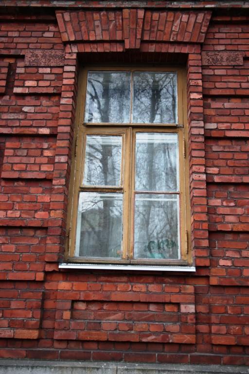 Ohvitseride kasarm Väike-Patarei t. 10. Puidust aken. 27.11.2015. T. Aava