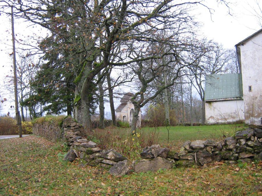 Pilistvere kirikuaed. Foto: Anne Kivi, 28.10.2008.