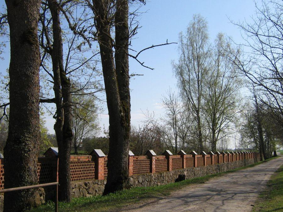 Vana-Võidu mõisa aia piirdemüür Autor Anne Kivi  Kuupäev  29.04.2008