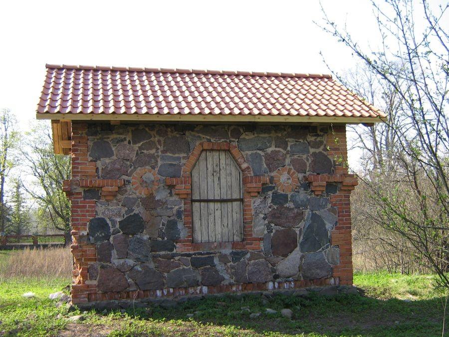 Vana-Võidu mõisa aiatööriistade kuur Autor Anne Kivi  Kuupäev  29.04.2008