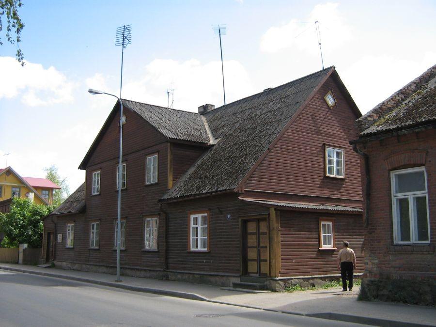 """8460 Maja, kus aastail 1880-1882 asus ajalehe """"Sakala"""" toimetus,  eestvaade Autor Anne Kivi  Kuupäev  03.06.2008"""