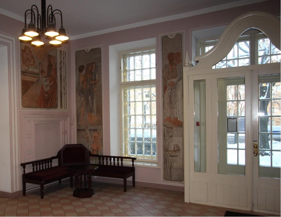I korruse fuajee E. Jänese seinamaalide, originaalse mööbli ja M. Hääle valgustitega (1982). Foto: Eero Kangor, 8.01.2016