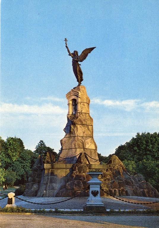 """Russalka vaagnatega postid. Foto: H. Paalvelt, """"Eesti Raamat"""", 1987"""