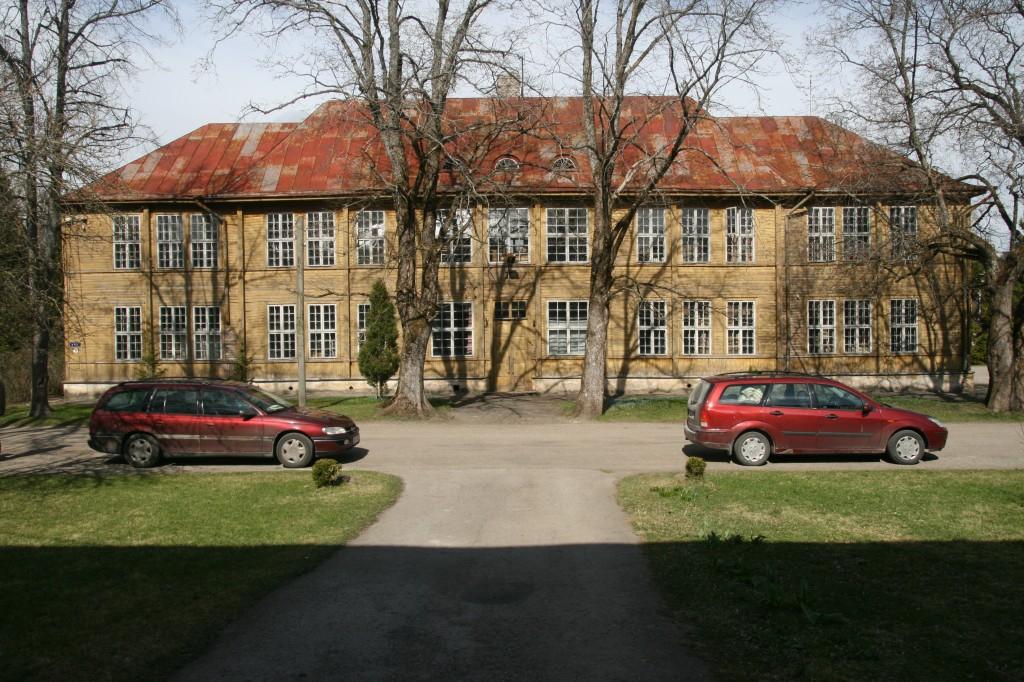 Taebla kooli eestvaade. Sandra Mälk 2012