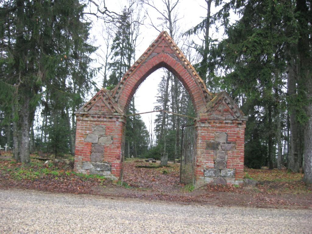 Mõisaküla kalmistu värav  Autor Sille Raidvere  Kuupäev  09.11.2008