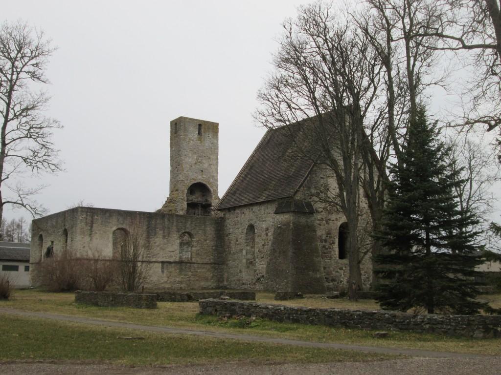 Käina kiriku varemed, vaade lõunast  Autor K.Koit  Kuupäev  05.04.2016