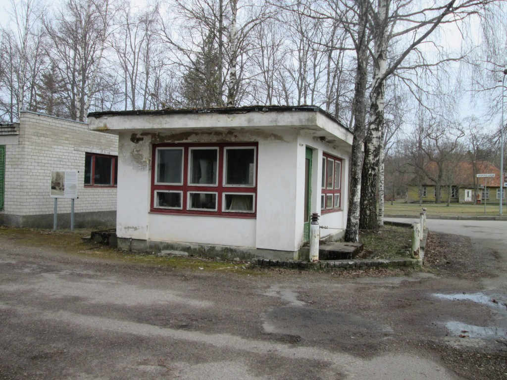 Kärdla reservelektrijaama väravahoone, vaade lõunast  Autor K.Koit Kuupäev  07.04.2016