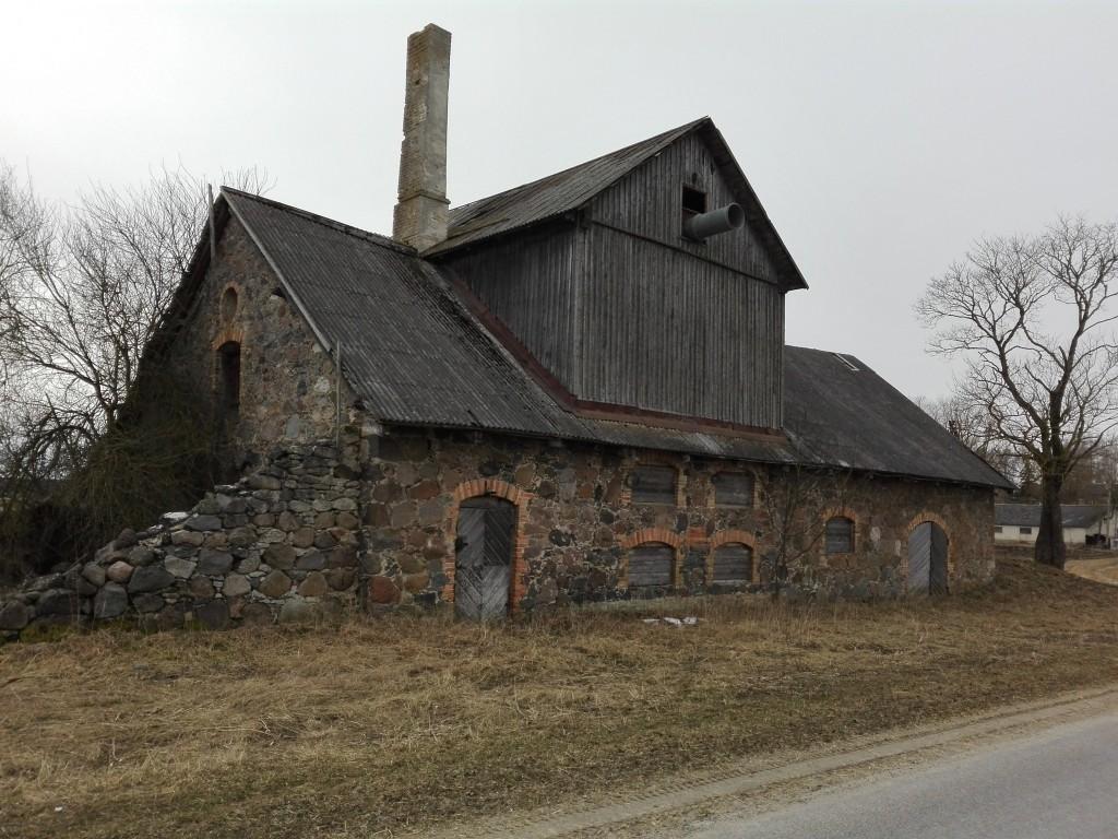 Karinu mõisa kuivati, vaade idast. Foto K. Klandorf 05.04.2016.