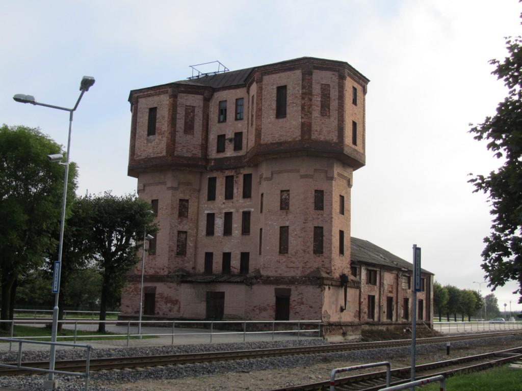 Tapa raudteejaama veetorn-depoo kaitsevööndis. Vaade edelast. Foto R. Alatalu 28.08.2012.