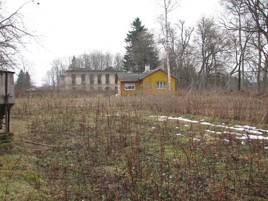 Pada mõisa park :16030vaade põhjast pargi idapoolses osas,taamal peahoone varemed  Autor Anne Kaldam  Kuupäev  23.03.2007