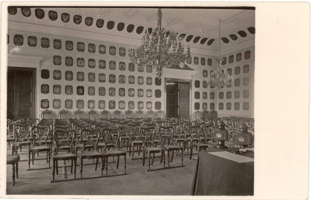 Eestimaa Rüütelkonna vapisaal (Rittersaal). Foto: Carl Schneider, ca 1900-1918 (Tartu Ülikooli Kunstiajalooline fotokogu, A-94-2627