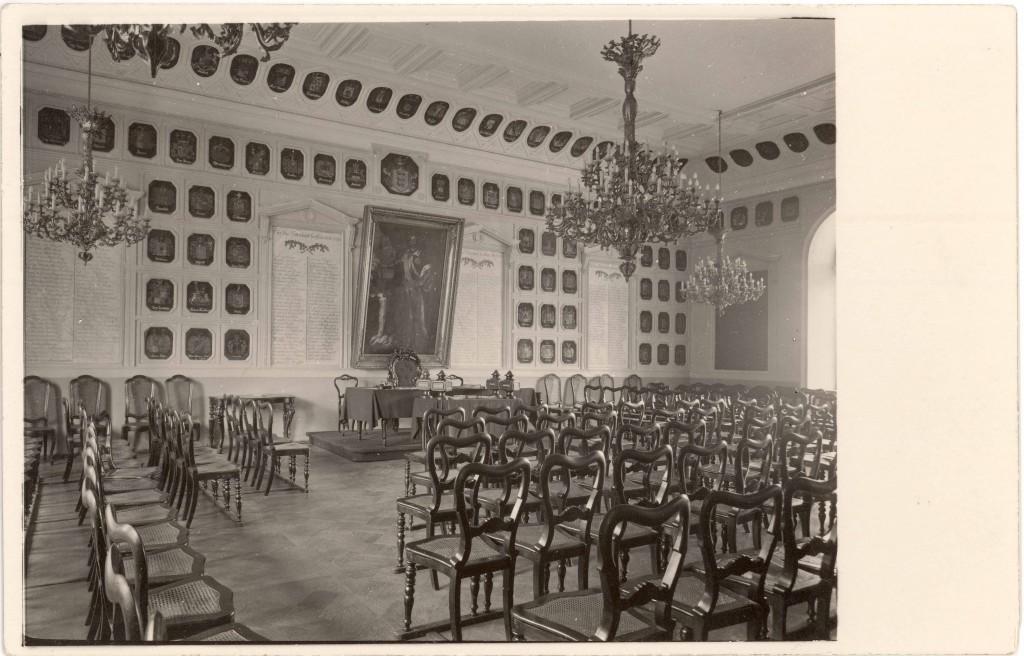 Eestimaa Rüütelkonna vapisaal (Rittersaal). Foto: Carl Schneider, ca 1900-1918 (Tartu Ülikooli Kunstiajalooline fotokogu, A-94-2628