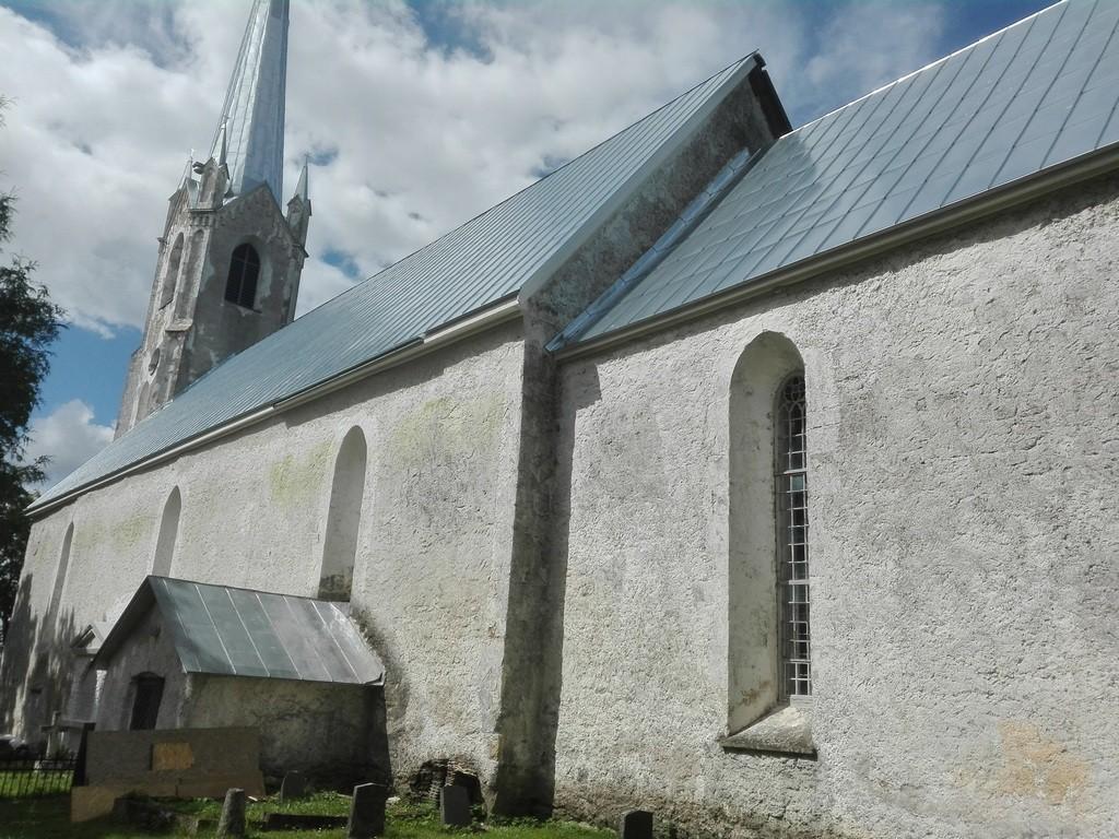 Järva-Jaani kirik, vaade kagust. Foto: K. Klandorf 18.07.2016.