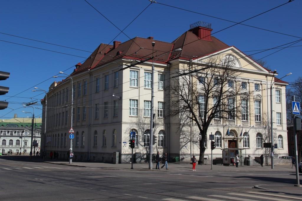 Koolihoone , 1916. a. ja Tallinna Tütarlaste Kommertsgümnaasiumi hoone. Kevad 2016. Foto: Timo Aava