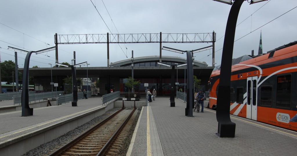 Tallinna Balti jaama lähirongide paviljon, 1962. a. Vaade rongiteede poolt. 22.07.2016. Foto: Timo Aava
