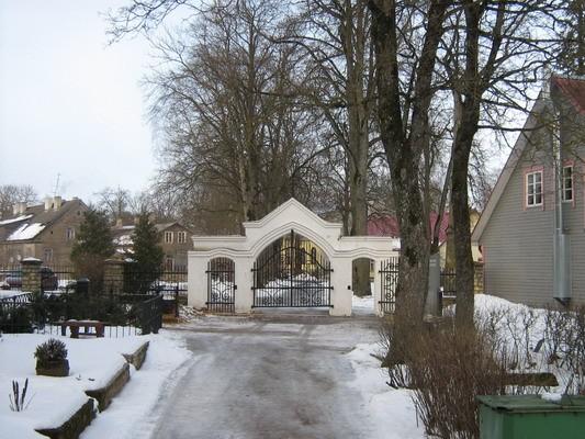 Rakvere linnakalmistu, reg. nr 5774. Vaade peaväravale. Foto: M.Abel, kuupäev 10.02.2009