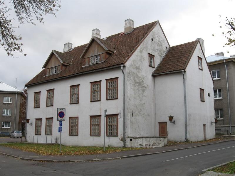 Elamu Narvas Koidula t. 6, 17.saj.,1982  Autor Tõnis Taavet  Kuupäev  14.10.2008