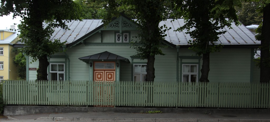 Elamu J. Poska tn. 15, II maja. Vaade Poska tänavalt. 23.08.2016. Foto:  Timo Aava