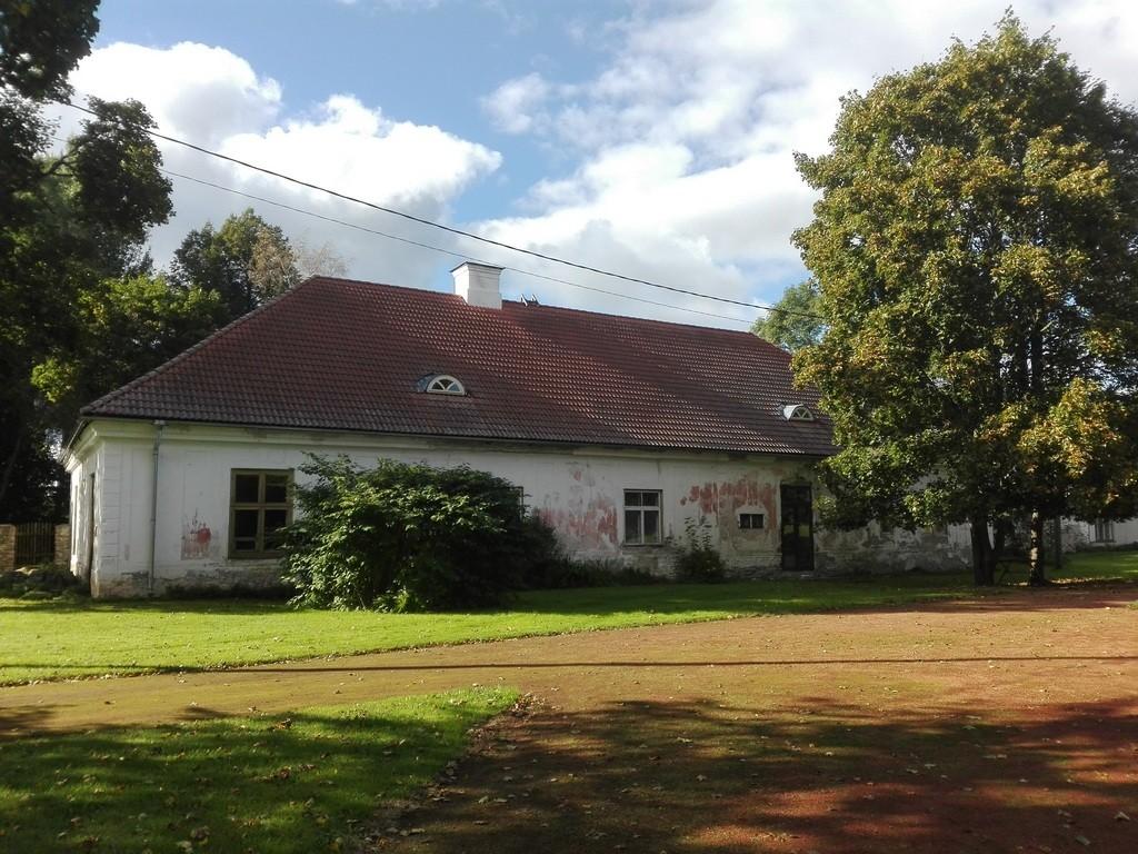 Roosna-Alliku mõisa valitsejamaja, vaade idast. Foto: K. Klandorf 05.09.2016.