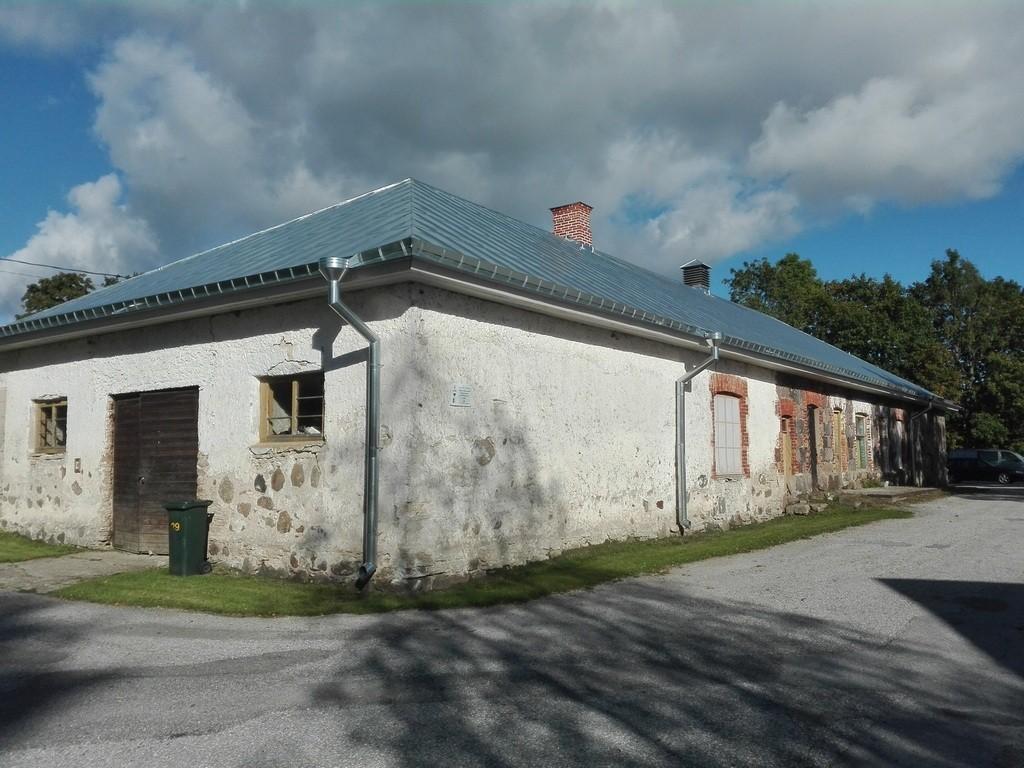Roosna-Alliku mõisa meierei, vaade edelast. Foto: K. Klandorf 05.09.2016.