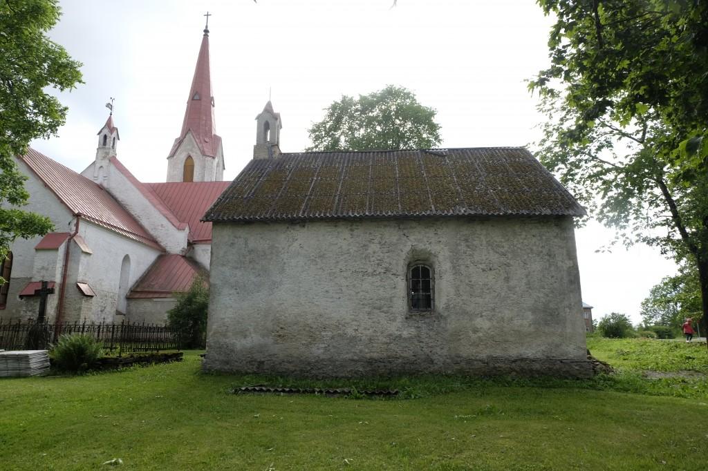 kirikul ja kabelil sama kujundusega tornikesed